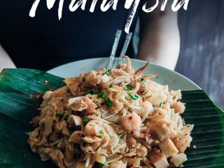 A plate of Malaysian fried noodles from a street cart in Malaysian food culture.