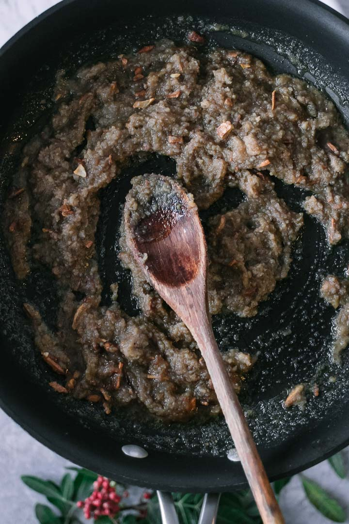 a chestnut sauce made with blended chestnuts with garlic and olive oil